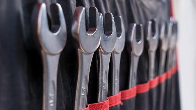 screw-wrench-4463538_640
